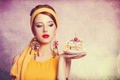 muchacha con la torta Imágenes de archivo libres de regalías