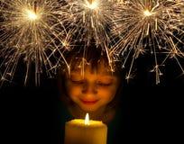 Muchacha con la vela Foto de archivo libre de regalías