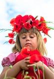 Muchacha con las amapolas Imagen de archivo libre de regalías