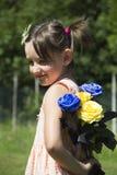 Muchacha con las flores Foto de archivo