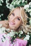 Muchacha con las flores Fotografía de archivo libre de regalías