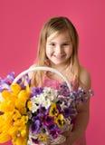 Muchacha con las flores de la primavera Fotografía de archivo