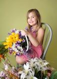 Muchacha con las flores de la primavera Fotografía de archivo libre de regalías