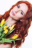 Muchacha con las flores del tulipán Fotos de archivo libres de regalías