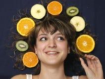 Muchacha con las frutas imagen de archivo libre de regalías