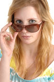 Muchacha con las gafas de sol. Imagen de archivo