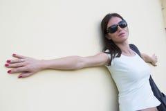 Muchacha con las gafas de sol Fotografía de archivo