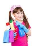 Muchacha con las herramientas para la limpieza de la casa en el fondo blanco Imágenes de archivo libres de regalías