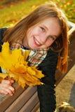 Muchacha con las hojas de arce Foto de archivo libre de regalías