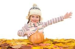 Muchacha con las hojas de otoño en blanco Imagenes de archivo