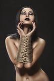 Muchacha con las manos atadas en esclavitud. Fotografía de archivo libre de regalías
