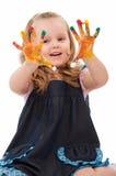 Muchacha con las manos en la pintura Fotos de archivo libres de regalías