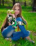 Muchacha con las manzanas Foto de archivo libre de regalías