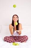 Muchacha con las manzanas Fotos de archivo