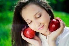 Muchacha con las manzanas Imagen de archivo