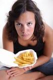 Muchacha con las patatas fritas Fotos de archivo