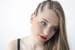 Muchacha con las trenzas en su pelo Imagenes de archivo