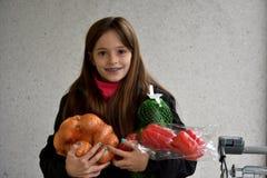 Muchacha con las verduras Fotos de archivo libres de regalías