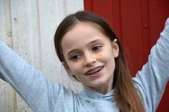 Muchacha con los apoyos dentales Imagen de archivo