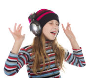 Muchacha con los auriculares que escucha la música Fotos de archivo libres de regalías