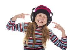 Muchacha con los auriculares que escucha la música Fotografía de archivo libre de regalías
