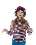 Muchacha con los auriculares que escucha la música Imagenes de archivo