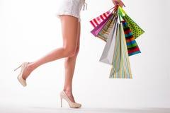 Muchacha con los bolsos de compras - sally Imagenes de archivo