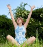 Muchacha con los brazos aumentados Foto de archivo