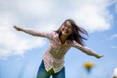 Muchacha con los brazos outstretched Foto de archivo libre de regalías