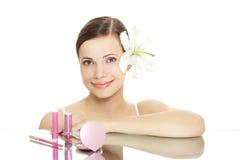 Muchacha con los cosméticos Foto de archivo libre de regalías