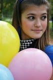 Muchacha con los globos imagen de archivo