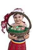 Muchacha con los huevos de Pascua en una cesta Imagen de archivo libre de regalías