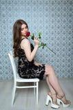 Muchacha con los labios regordetes en vestido del cordón Imagenes de archivo