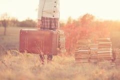 Muchacha con los libros Imagen de archivo libre de regalías