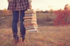 Muchacha con los libros Imágenes de archivo libres de regalías