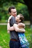 Muchacha con los muchachos en banco de parque Imágenes de archivo libres de regalías