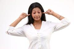 Muchacha con los oídos cerrados Imagen de archivo