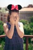 Muchacha con los oídos de ratón de minnie Imágenes de archivo libres de regalías