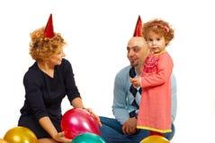 Muchacha con los padres en el partido Imágenes de archivo libres de regalías