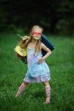 Muchacha con los panieres en parque del verano Imagenes de archivo