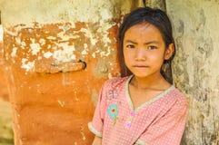 Muchacha con los puntos en Nepal Imagenes de archivo