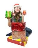Muchacha con los regalos de la Navidad sobre blanco Fotografía de archivo libre de regalías
