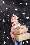 Muchacha con los regalos en un fondo Imagenes de archivo