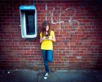 Muchacha con los teléfonos Foto de archivo