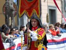 Muchacha con los trajes típicos sardos Foto de archivo libre de regalías