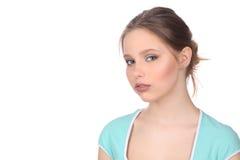 Muchacha con maquillaje en top del azul Cierre para arriba Fondo blanco Imágenes de archivo libres de regalías