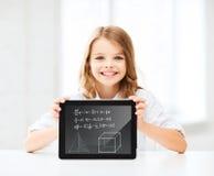 Muchacha con PC de la tableta en la escuela Imagen de archivo libre de regalías