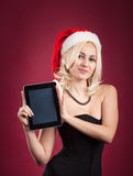 Muchacha con PC de la tablilla Imagenes de archivo