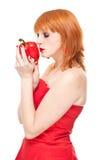 Muchacha con pimienta en la alineada roja aislada Imagen de archivo