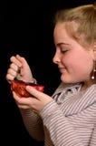 Muchacha con pitahaya de la fruta Fotos de archivo libres de regalías